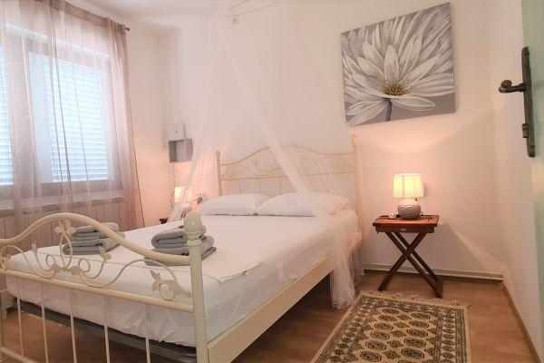 villa-casa-mia-a1-bedroom61c90612-bc3e-3a22-4965-f5ba6138272a6539D3C2-251E-5A30-A0F1-81B9160756FF.jpg
