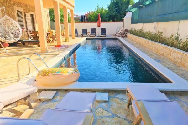 villa-casa-mia-a1-terrace76912ead-e5b0-226b-00d7-036bf19f2f1f03DF0CC4-17CE-1F89-C460-46284148686C.jpg