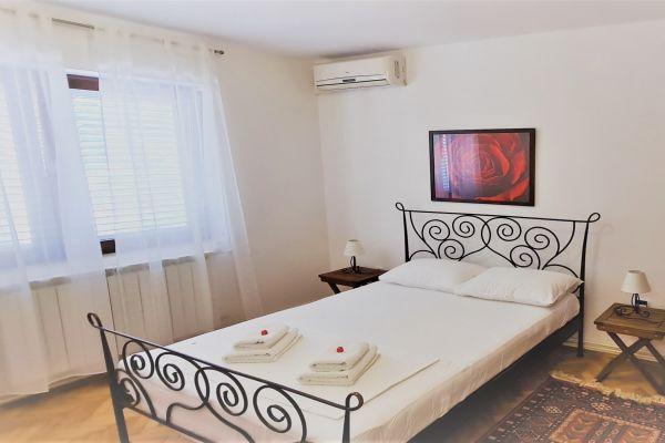 villa-casa-mia-apartment-a1-bedrooma2a1f4ab-4527-b9e8-9e1b-837cecb425faD07DBCE1-1D91-F7D5-AD7C-874536C7102B.jpg