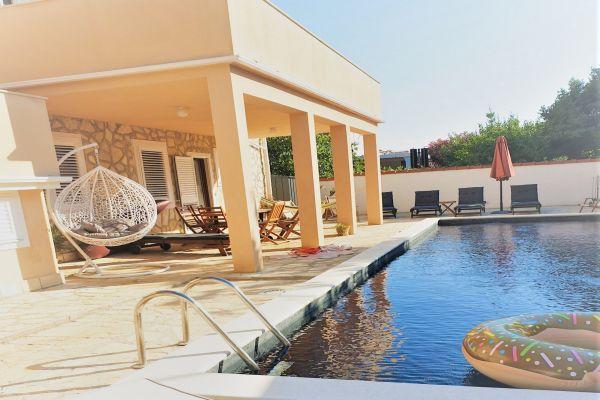 villa-casa-mia-terrace398a1872-f4ad-cd21-e8d5-7cf316c4855e027A1624-7DE0-B8F9-63EE-D76F2983D0B3.jpg