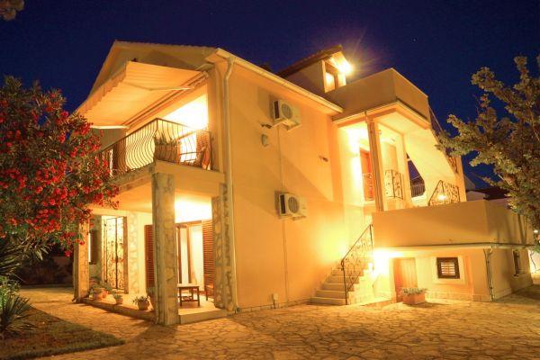 villa-casa-mia4de6ee972-96e0-82ec-e60b-612f2b25ed550B960C8C-B42D-0B1E-E2CA-0CF34DFC8DAE.jpg